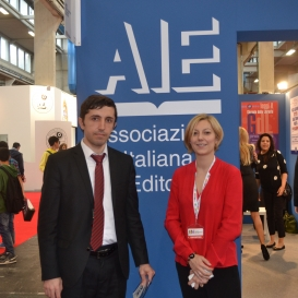 Le rencontre entre l'employé du Centre de Traduction et la représentante de l'Union des Maisons d'Edition de l'Italie