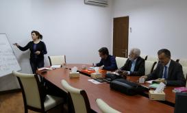 Übersetzungszentrum bietet Sprachkurse für Ausländer an. Das Ziel ist, die Ausländer beim richtigen und schnelleren Lernen der aserbaidschanischen Sprache zu unterstützen.