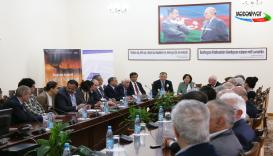 کتاب شاعر مشهور گرجی - باقتر آرابولی در آذربایجان ارایه داده شد. (Mədəniyyət TV)
