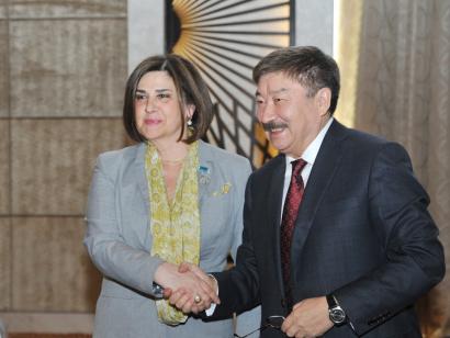 Afag Massoud a été décorée d'une médaille de TURKSOY