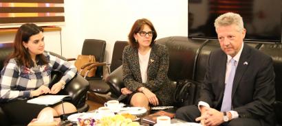 El Embajador de la República Argentina visitó el Centro de Traducción