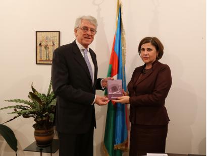 El Embajador argentino visitó el Centro de Traducción de Azerbaiyán