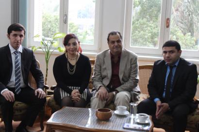 Unsere Mitarbeiter kamen mit dem Leiter des nationalen Übersetzungszentrums in Kairo zusammen