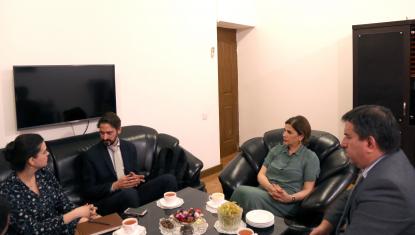 Le représentant officiel de l'Ambassade d'Argentine au Centre de Traduction