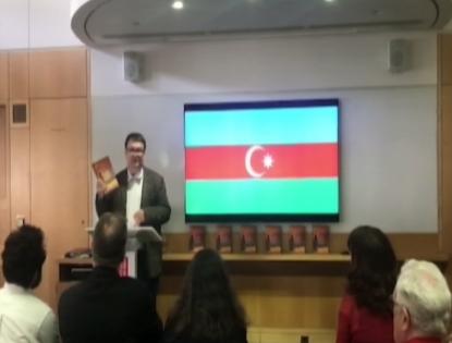 """Die Präsentation des Buches """"Kurze Geschichte und Erzählungen aus Aserbaidschan"""" in Großbritannien"""