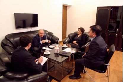 Vedoucí bakuské kanceláře televize TRT navštívil Překladatelské Centrum