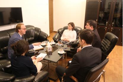 Der Vertreter der Botschaft  der französischen Republik zu Besuch im Übersetzungszentrum