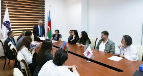 Los certificados del Centro Estatal de Traducción de Azerbaiyán fueron presentados a los traductores