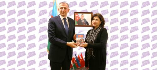 El embajador de Georgia en el Centro de Traducción